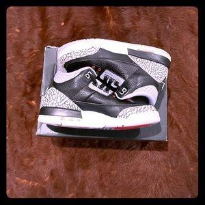 Jordan Retro 3 cement (2013)